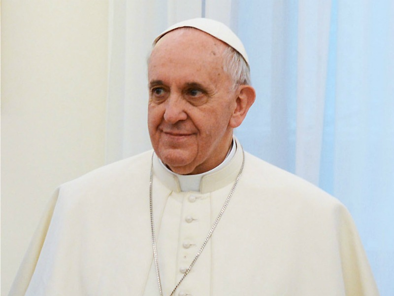 Papa Francesco, operazione all'intestino. Il Vaticano: «Ha reagito bene»