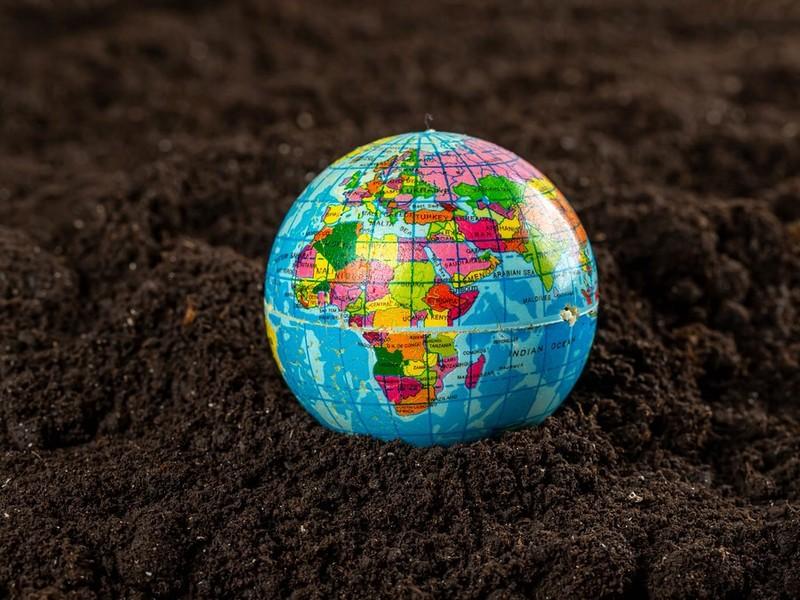 Giornata mondiale della Terra, l'allarme UE: «Pianeta sempre più a rischio»