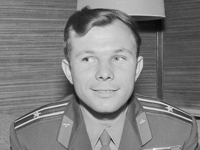 Gagarin, il sovietico dal sorriso buono che conquistò il mondo arrivando nello Spazio
