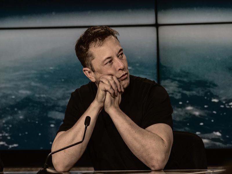 Elon Musk cambia idea sul Bitcoin: «Inquina troppo». Il titolo crolla in Borsa
