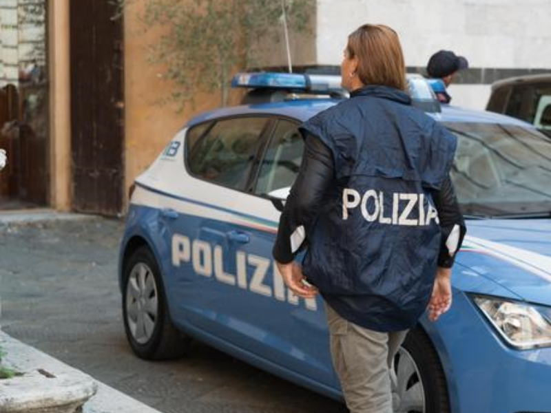Piazzale Segesta, accoltellato al volto e rapinato: arrestati due minori