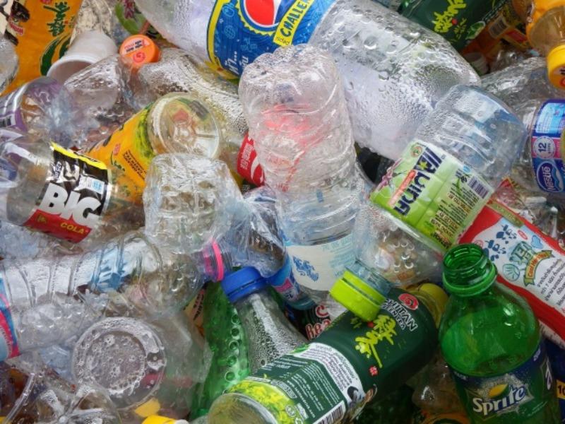La lunga marcia della plastic tax: non sarà in vigore prima del 2022