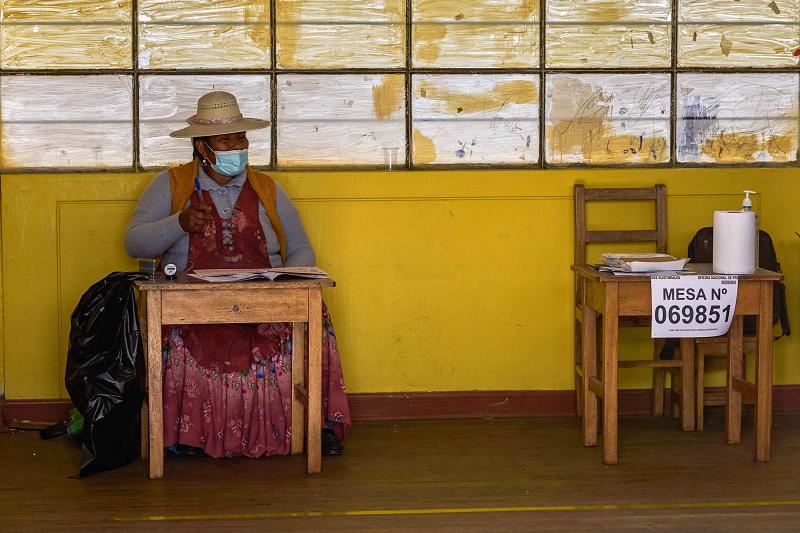 Il Perù sceglie il suo presidente: testa a testa tra Fujimori e Castillo