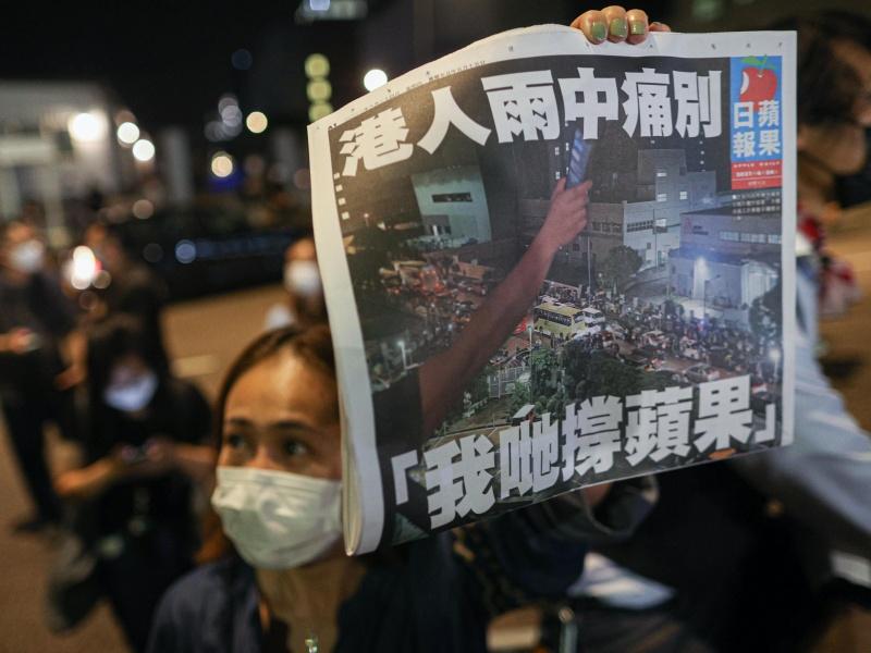 Hong Kong, giornalista di Apple Daily arrestato all'aeroporto