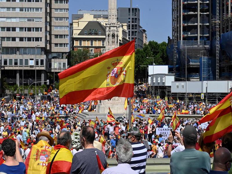 Madrid in piazza: in migliaia contro l'indulto ai leader catalani