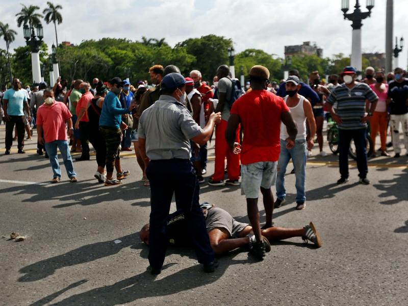 Cuba: no ai dazi, sì all'aumento dei salari. La risposta del regime alle proteste